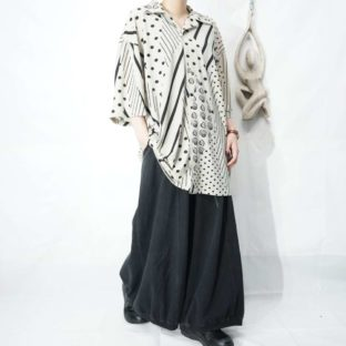 monotone multi geometric pattern open-collar shirt