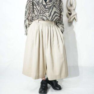 ecru color many tuck hakama shorts *