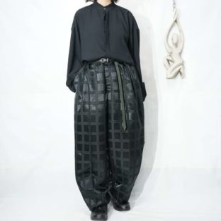 glossy black check 3tuck wide slacks