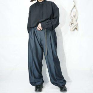 SEAN JOHN glossy blue black tuck slacks *