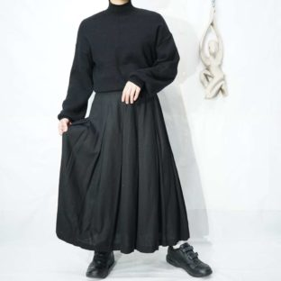 many tuck design black wide skirt *