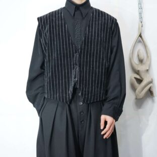 black base stripe pattern velours vest