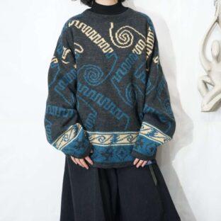 dark gray × blue geometric pattern knit *
