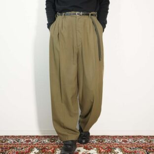 khaki color 4tuck design wide slacks
