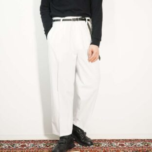 pure white color 2tuck design slacks