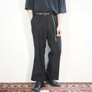 black × red stripe tuck less flare slacks