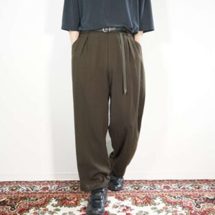 bitter khaki brown shrink fabric multi tuck slacks