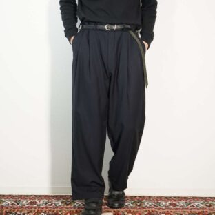 glossy stripe pattern black navy 2tuck slacks
