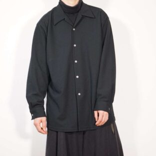 old waffle fabric black open-collar shirt