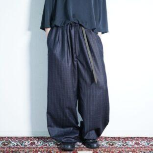 glossy body check pattern deep tuck wide slacks