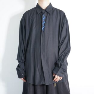 mode black × glossy blue flyfront embroidery shirt